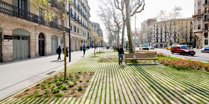 Paseo de St Joan. (2009). Recuperado el 17 de agost. 2014, de la URL http://www.plataformaarquitectura.cl/cl/625586/paisaje-y-arquitectura-remodelacion-del-paseo-de-st-joan-un-nuevo-corredor-verde-urbano-por-lola-domenech